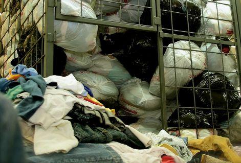 3e2ee00072 cash4clothes_charity_konteneres_gyujtes_iskolai_gyujtes_utcai_gyujtes.jpg.  Original Angol használt ruha